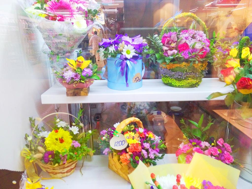 Магазин цветов и подарков на станции метро