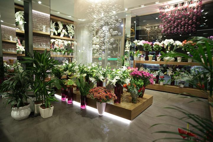 Магазин цветов на шоссе